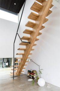 タモ集成材のオープン階段