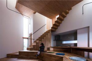 側板無しの組み立て階段とカウンター・収納