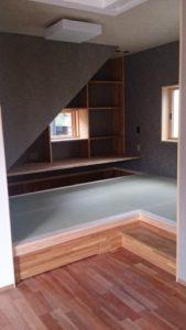階段下のタタミコーナー