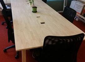 ゴム集成材の会議用テーブル天板