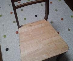 ゴム集成材の椅子の座面