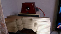 タモ集成材のスピーカーシステムの台座