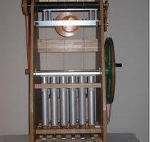 タモ集成材を使ったガラ紡機