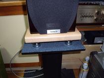 桧(無節)集成材のスピーカーの台座