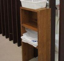 治療用の器具を置く棚
