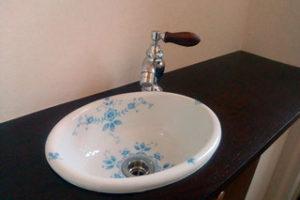 タモ集成材の洗面カウンター