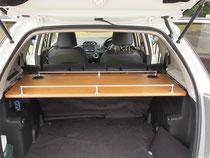 車内荷室の棚