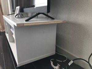 白ポリのTVボード天板3