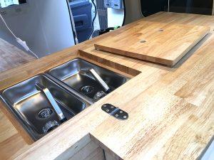 ゴム積層材(集成材)のキッチンカー内装3