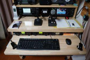 ゴム集成材の机