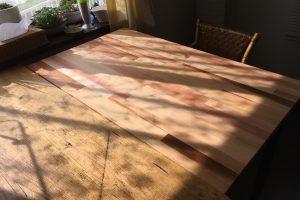 米杉積層材のテーブル