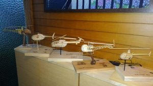 端材で製作したヘリコプター、航空機、文具等