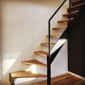 タモ集成材(積層材)の階段
