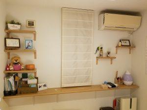 ゴム集成材のカウンターと飾り棚